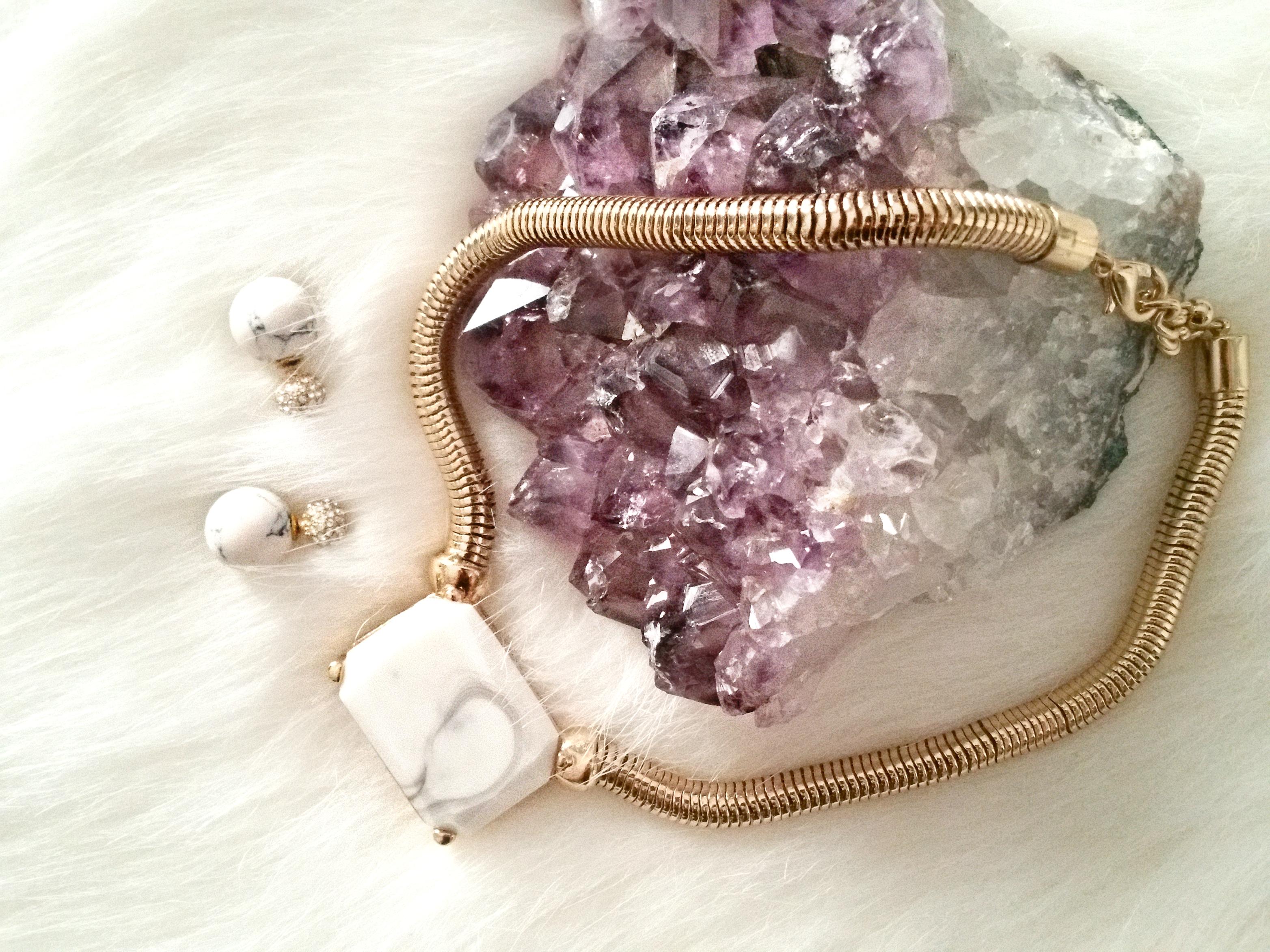 Precious Metals Marble Manicure Inspo
